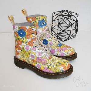 Dr Martens Daisy Floral Pascal Boots